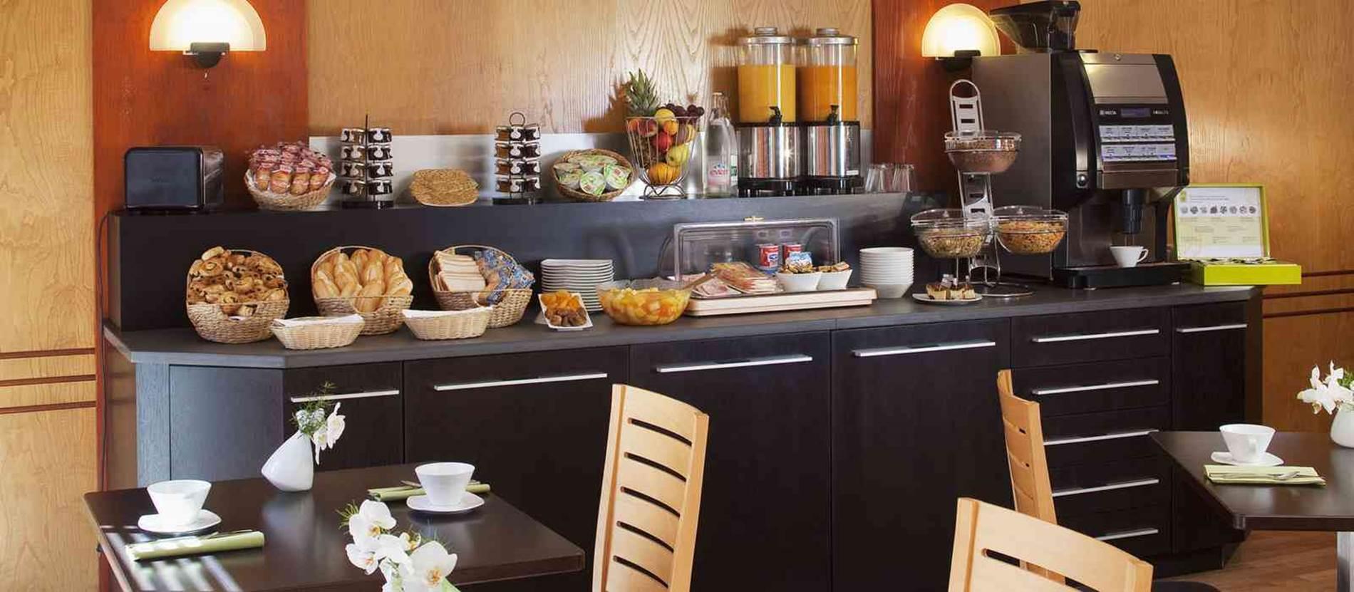 Buffet Petit-Déjeuner © Hôtel-Escale-Océania-Vannes