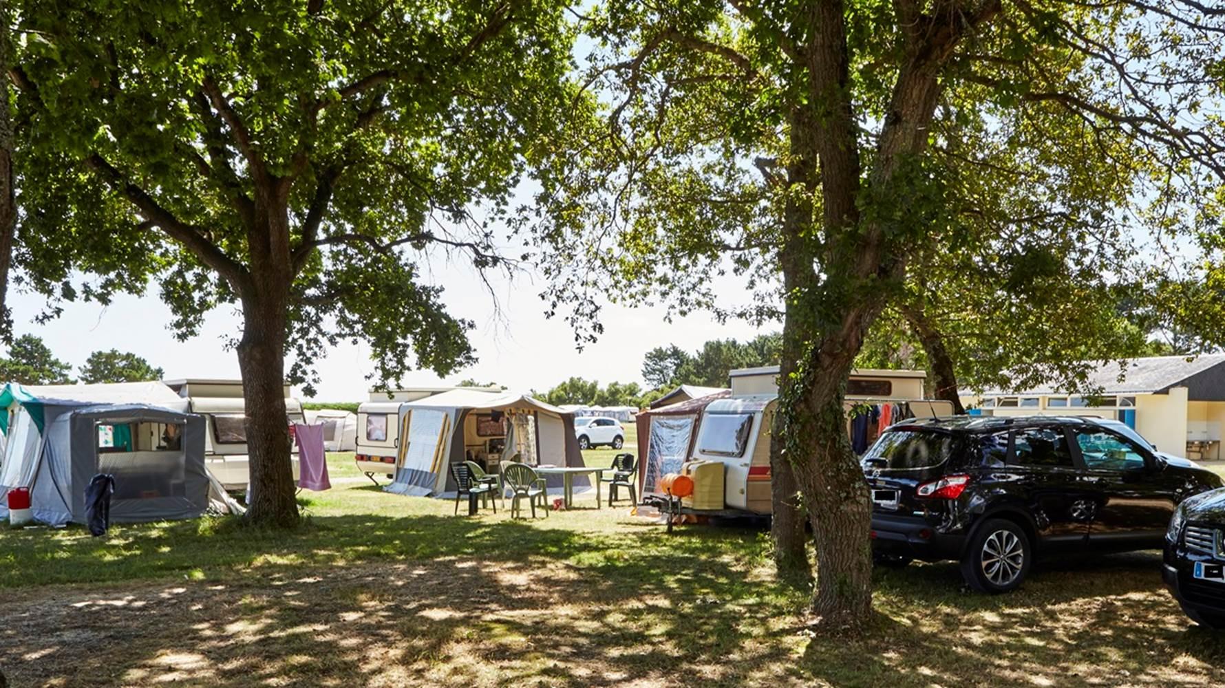Emplacements-Camping-municipal-Le-Roch-Vetur-Le-Tour-du-Parc-Morbihan-Bretagne Sud ©