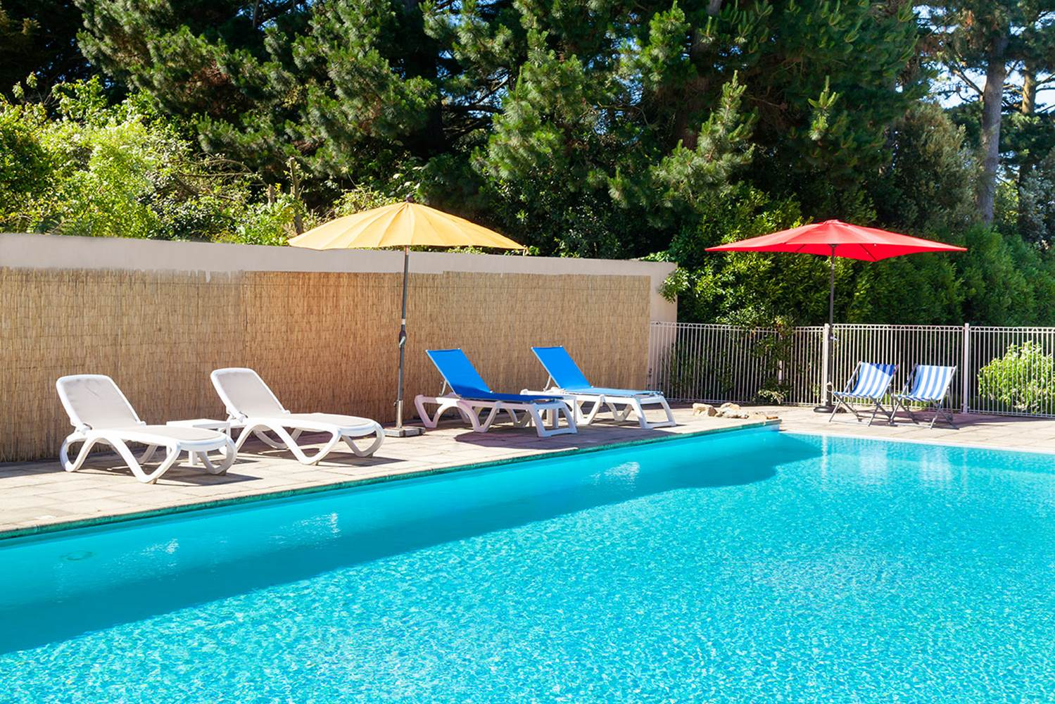 hôtel du Parc Fétan à Larmor-Baden, piscine chauffée ©