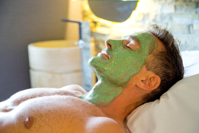 Masque-Visage-Spiruline-Homme-Miramar-La-Cigale-Thalassothérapie-&-Spa-Arzon-Presqu'île-de-Rhuys-Golfe-du-Morbihan-Bretagne sud © Serge Detalle