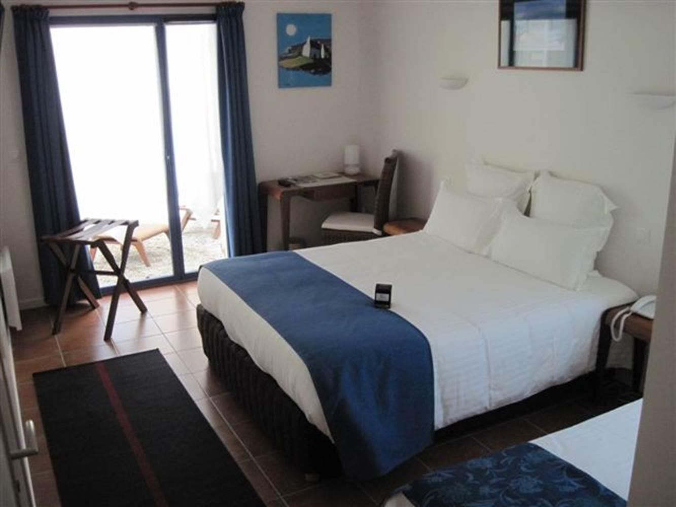 Chambre-Lit-Double-Hôtel-Chevalier-Gambette-Saint-Armel-Presqu'île-de-Rhuys-Golfe-du-Morbihan-Bretagne sud © OT Golfe du Morbihan Vannes Tourisme