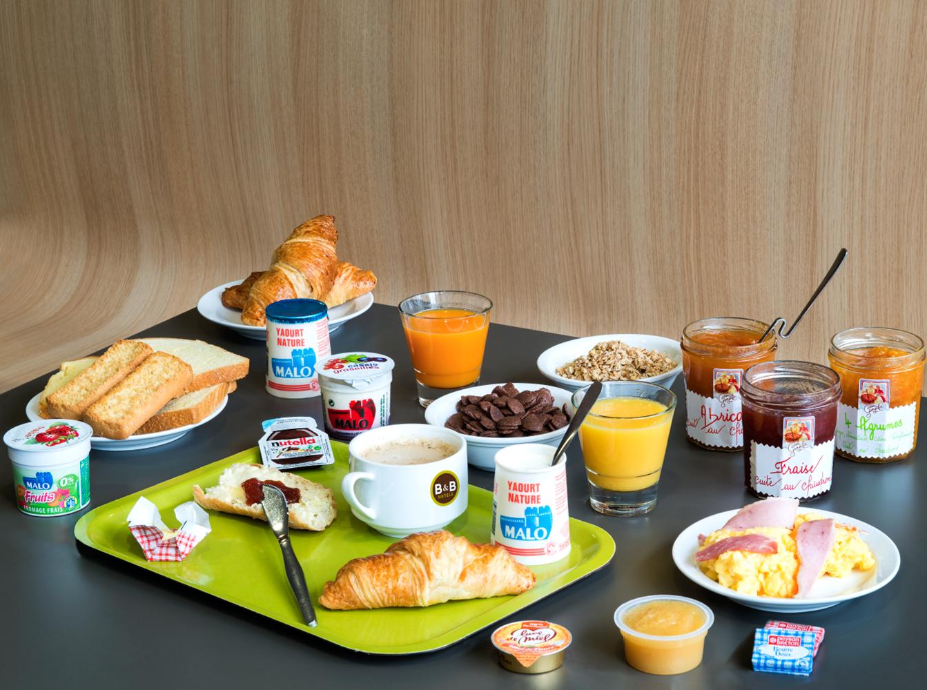 hotel bb vannes ouest golfe du morbihan_bretagne sud_petit déjeuner buffet_petit déjeuner croissant frais ©