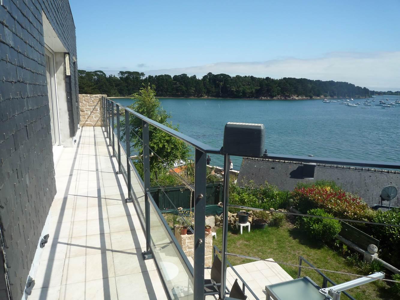 Vue d 'une extrémité du balcon ©