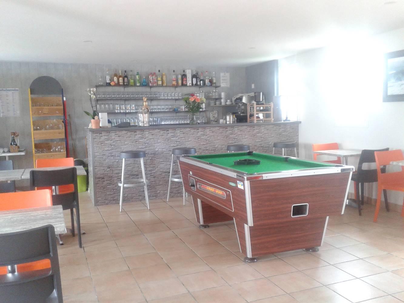 P'tit Resto ouvert en pleine saison -  Plats à emporter ou sur place - Petits déjeuners - Bar ©
