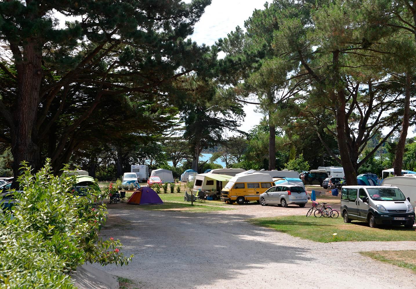 Des emplacements de camping avec vue sur la mer ©