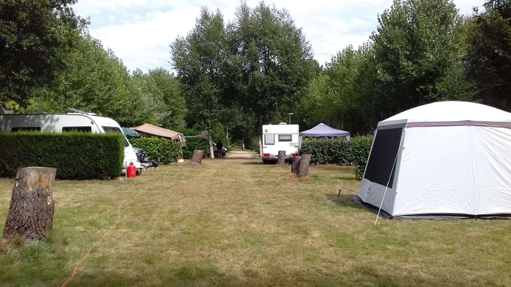 emplacement-caravane-tente-camping-car-camping-kergo-carnac-morbihan ©