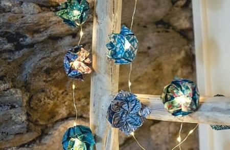 Atelier création de boules de Noël en origami à la Pepiterre