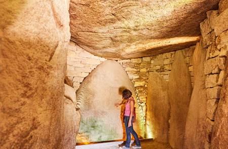 Visite des familles au site des mégalithes
